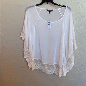 Express Ivoryblouse with lace trim size L